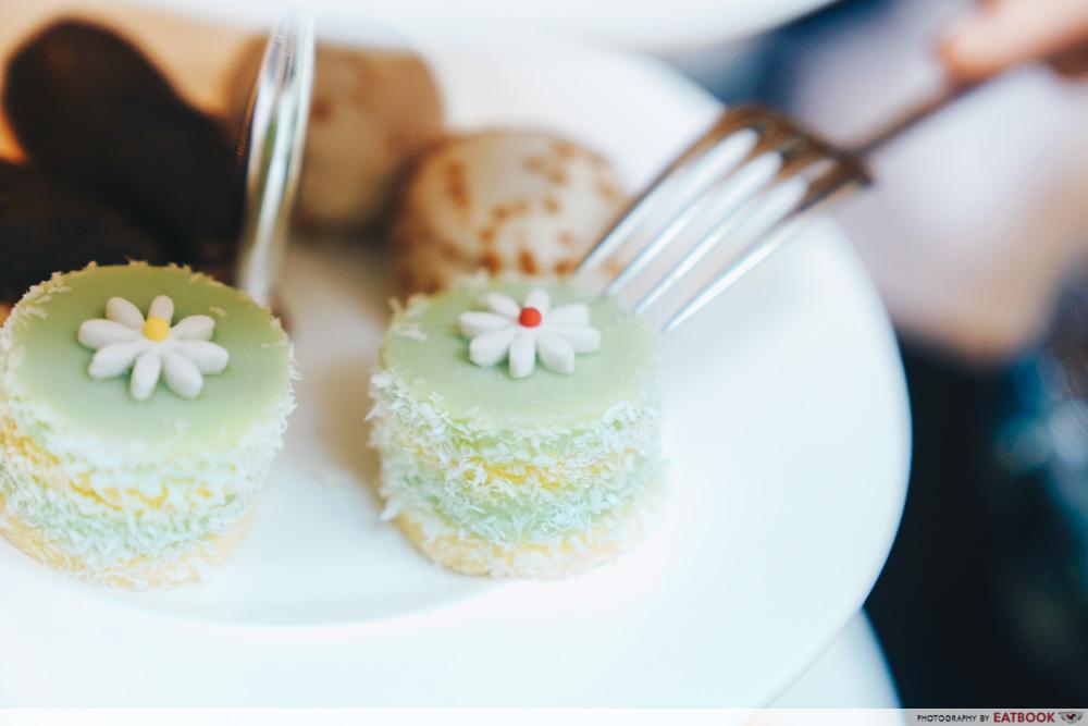 Piercing cakes