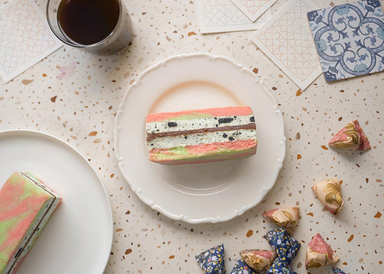 Starbucks Ice Cream Sandwich - Cookies and Cream Cheesecake Sandwich