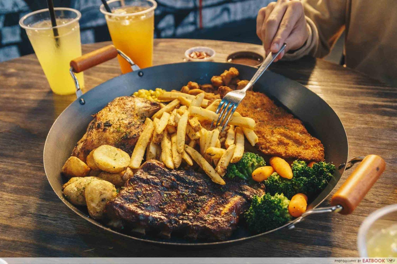 Steak & Bones - Giant Western Platter