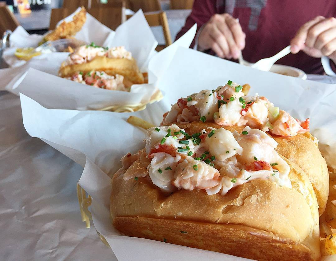 lobster rolls dancing crab