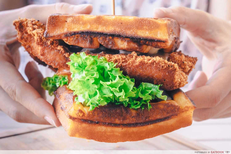 Craze Kitchen - Waffle burger