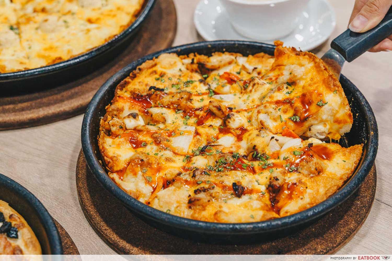 Pizza Hut - Hot Meaty Medley Trio