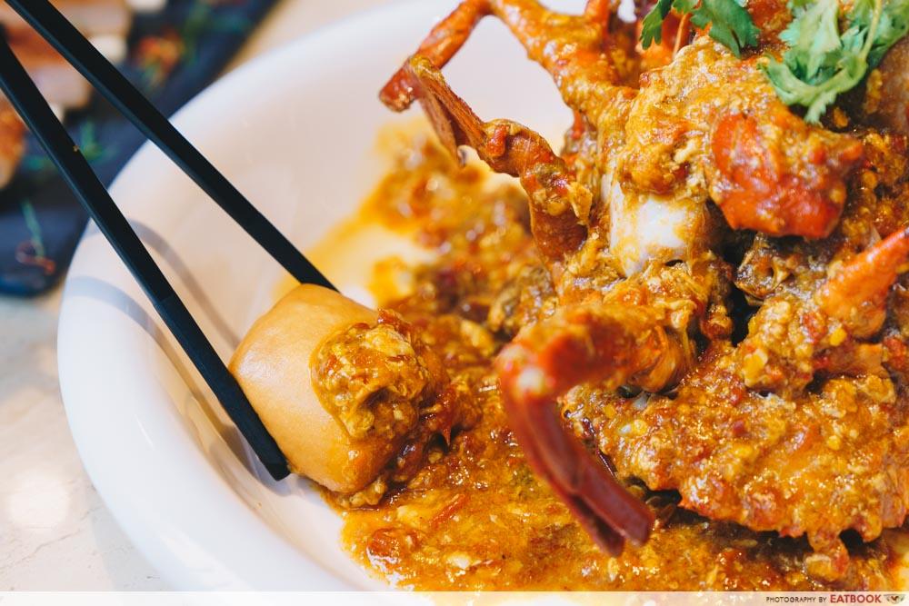 Mantou in chilli crab