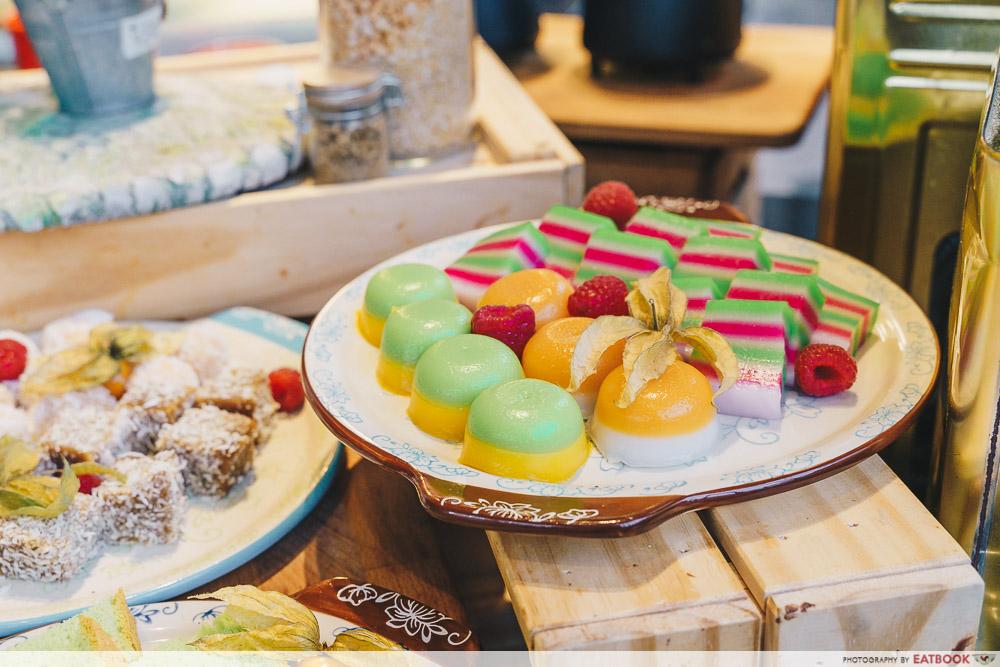 Holiday Inn Singapore Atrium Restaurant kueh