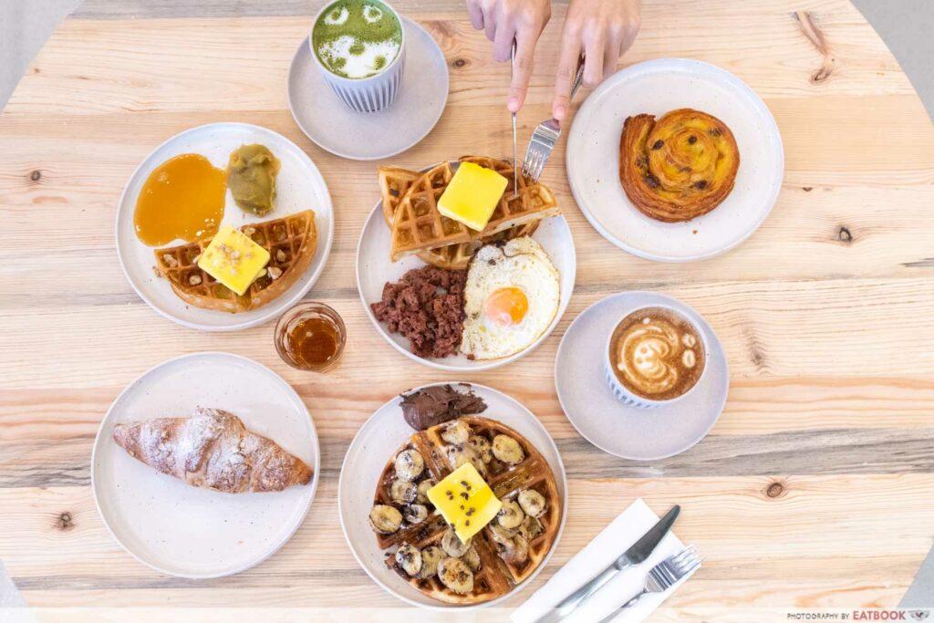 Komma Social Cafe spread