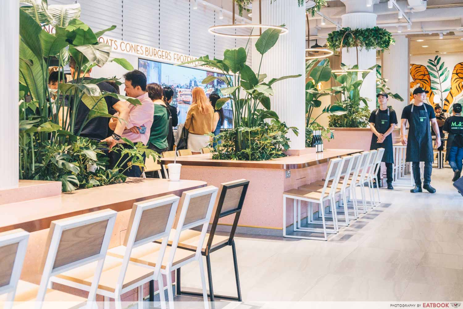 Shake Shack Outram - Ambience