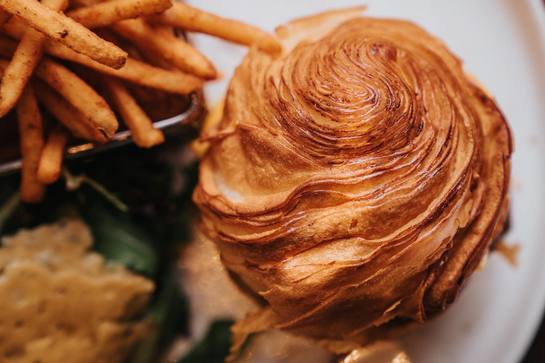 Spize Croissant burger