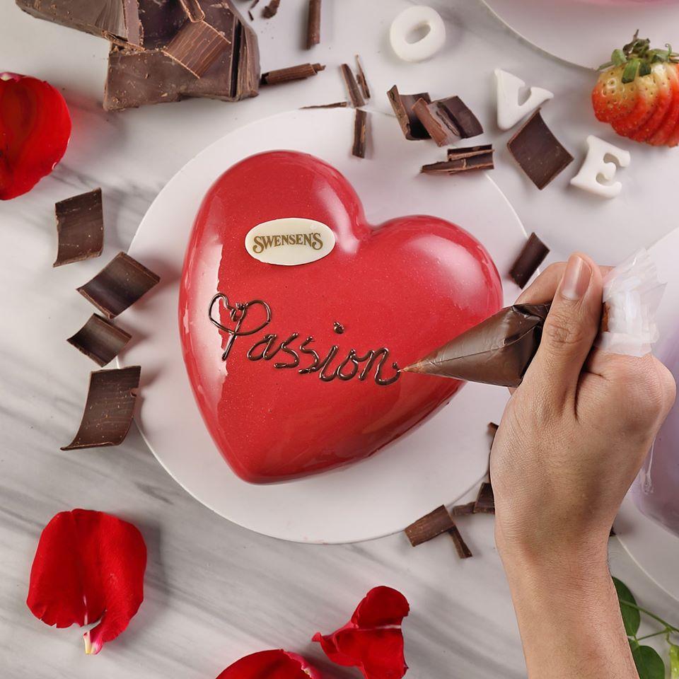Swensen's Valentine's Ice Cream Cake