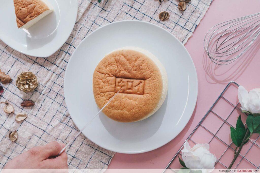 Kiroi Cheesecake flatlay