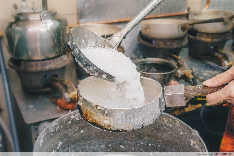 Soon Lee Porridge - Pouring porridge