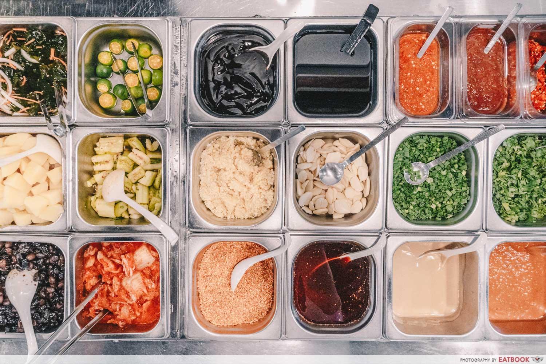 Yi Zi Wei - Closeup of available sauces