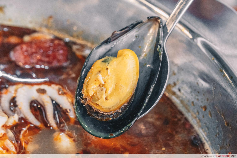 Yi Zi Wei - Mussels closeup