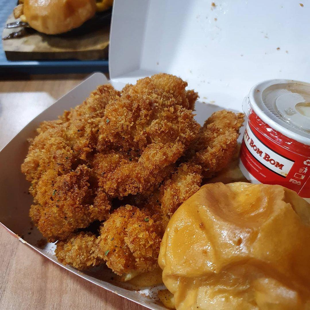 Hawker burger delivery - fatty bom bom