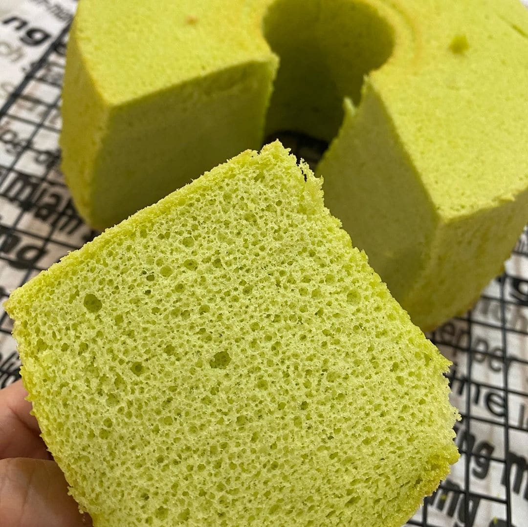 No-Bake Asian Desserts - Rice Cooker Pandan Chiffon Cake