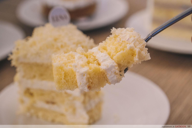 Vanilla cheddar cheese cake slice