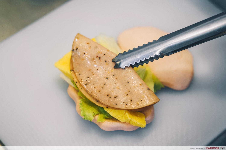 Black Pepper Chicken Bao
