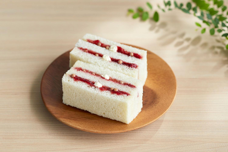 breadtalk wheelock - strawberry sand