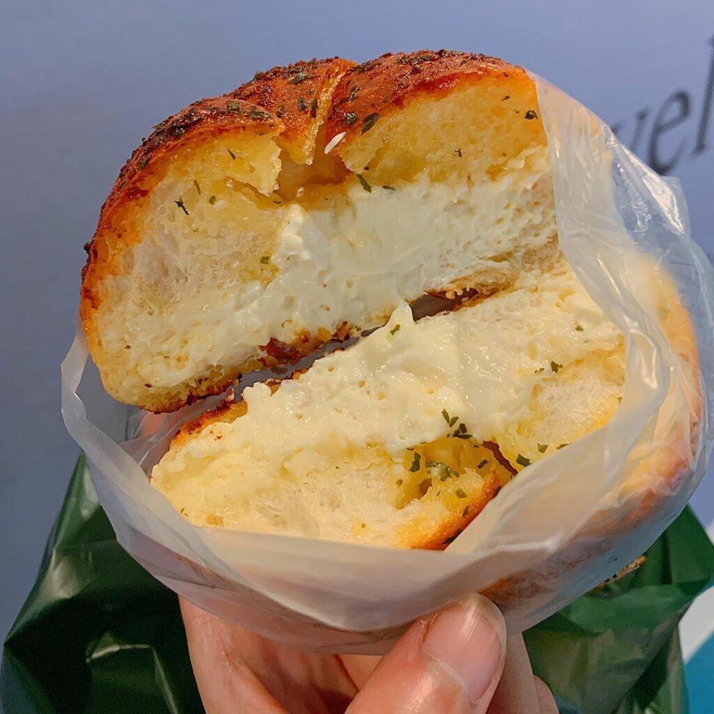 barcook bakery garlic cream cheese bread