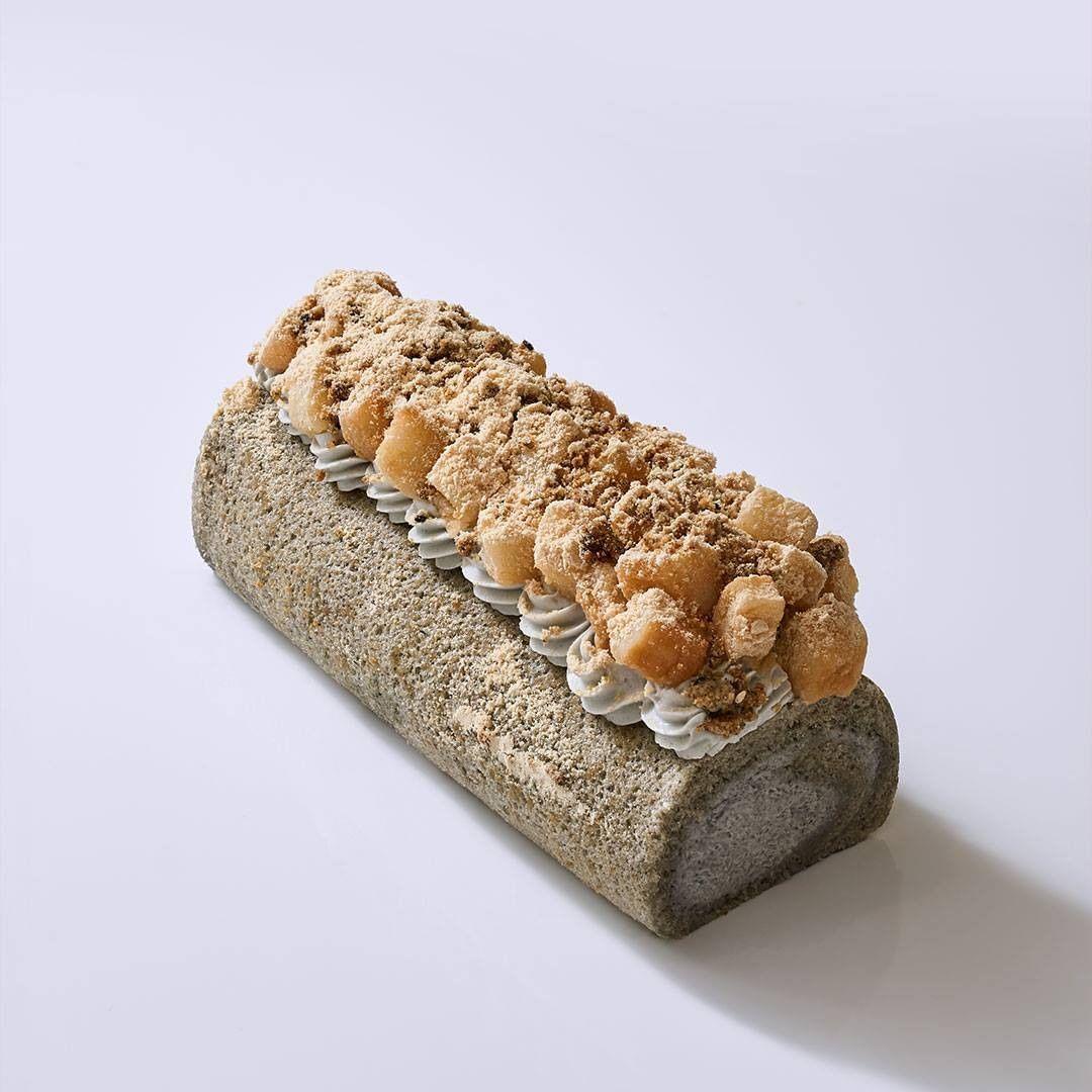Goma Kinako Mochi Roll