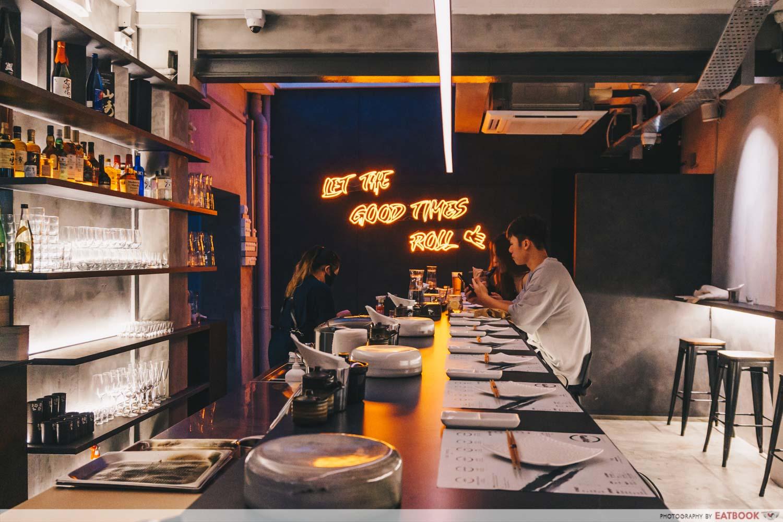 Rappu sushi - neon lights