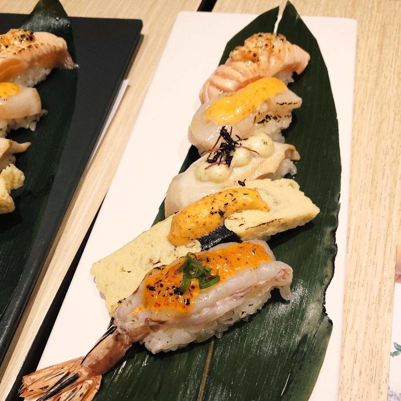 itacho sushi 1-for-1 - roasted 5 kinds sushi set
