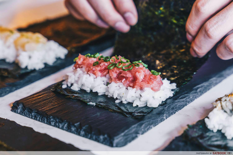 rappu - sushi roll preparation