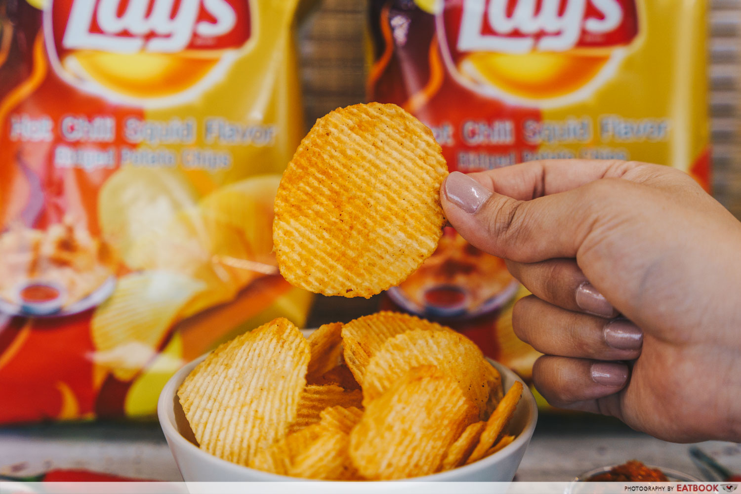lay's potato chips - hot chilli squid