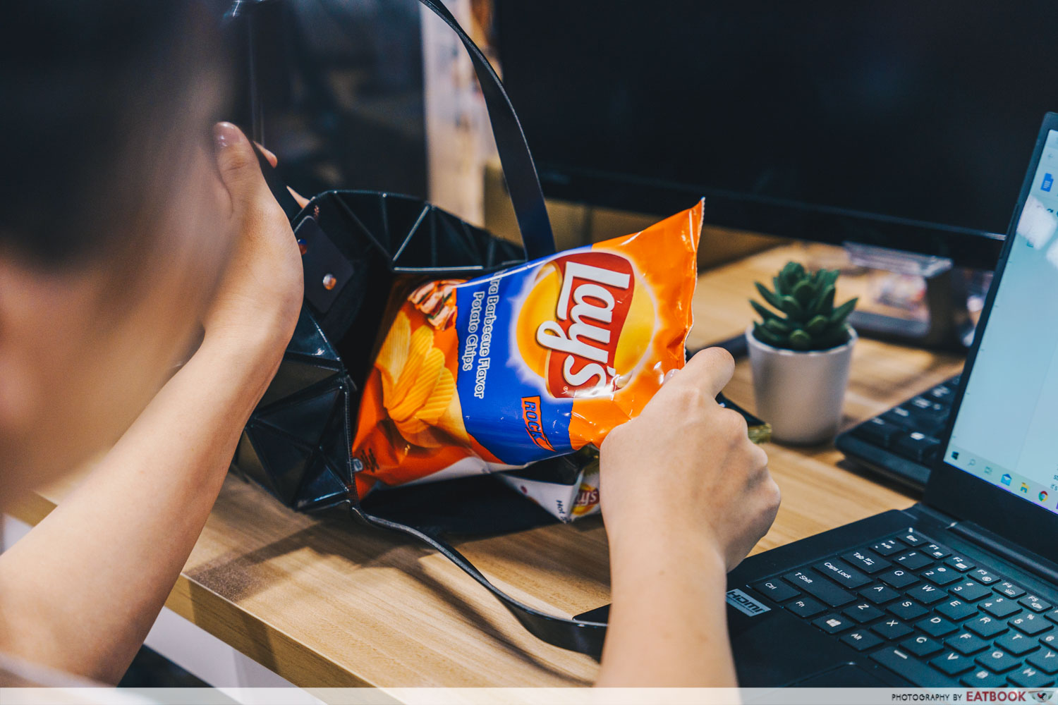 lay's potato chips - medium size