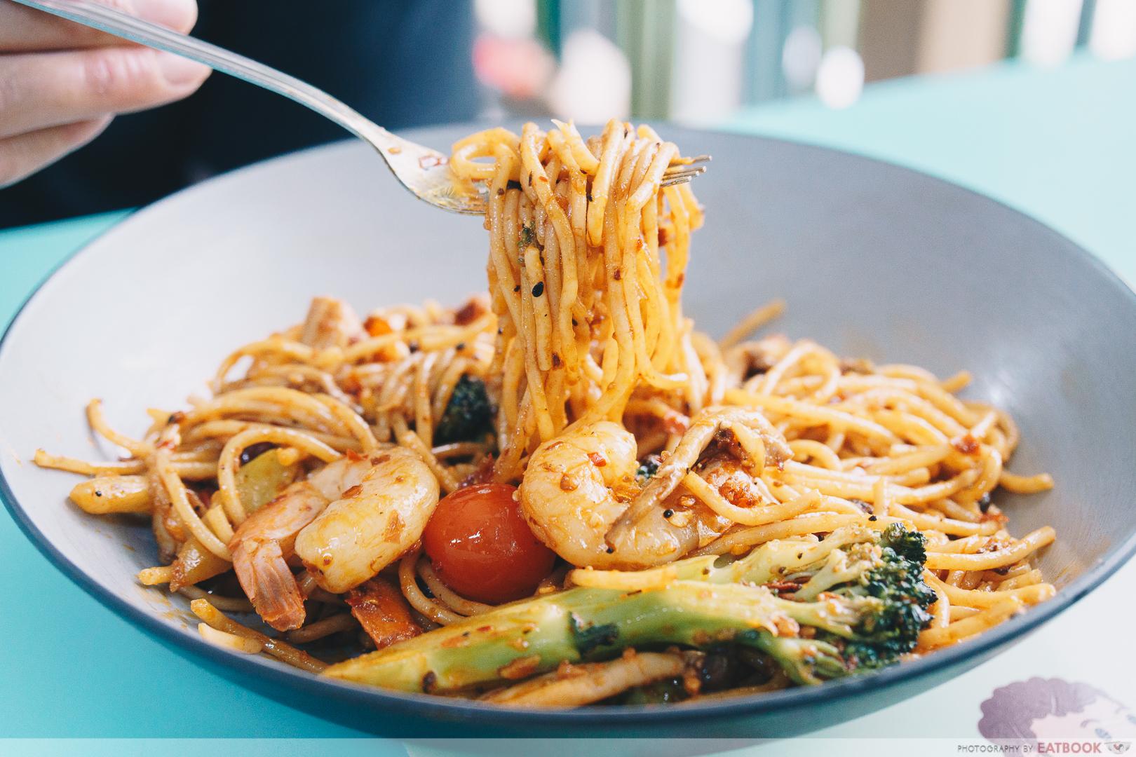 Eddy's No.1 - mala spaghetti noodle pull