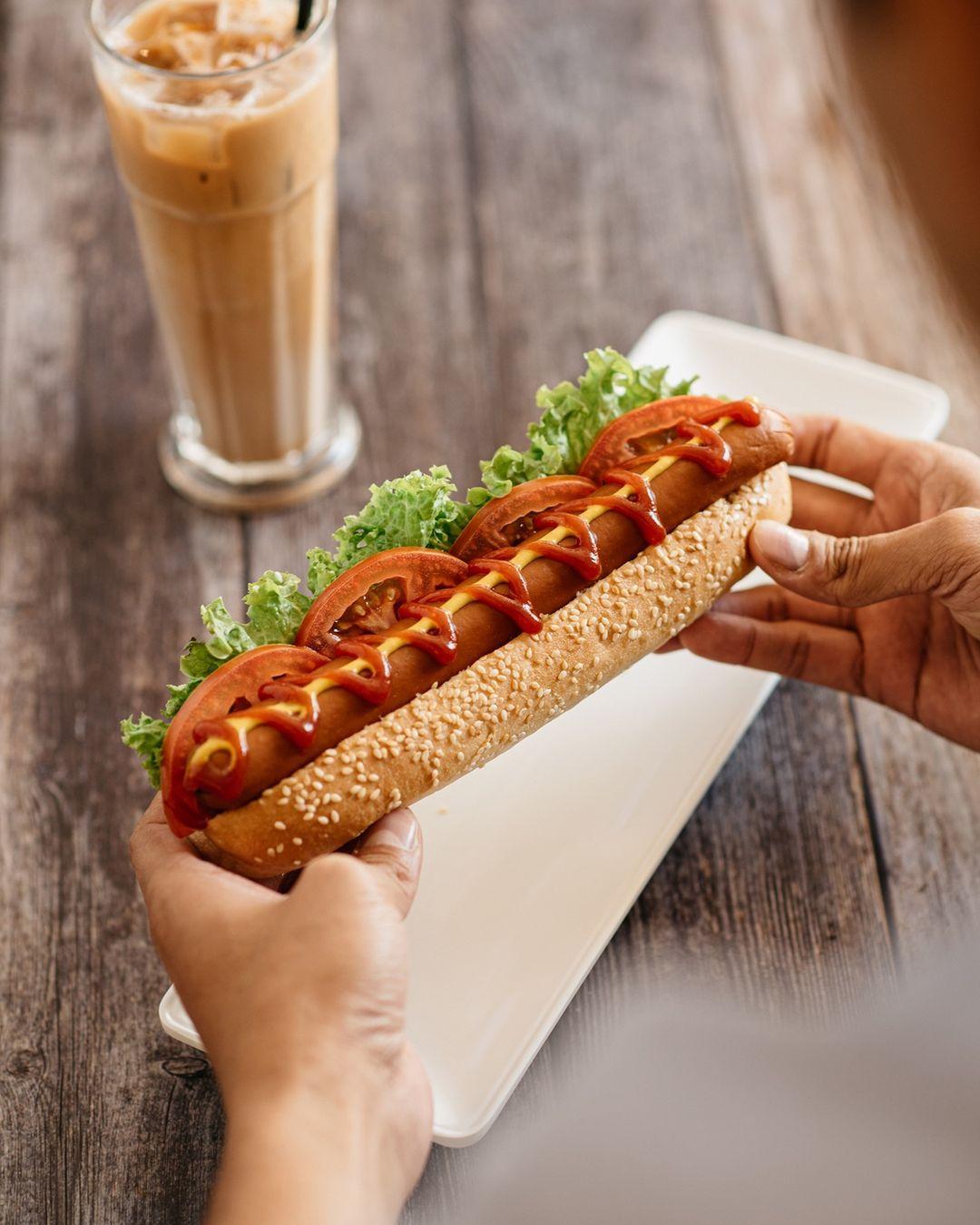 tsui wah jumbo hotdog