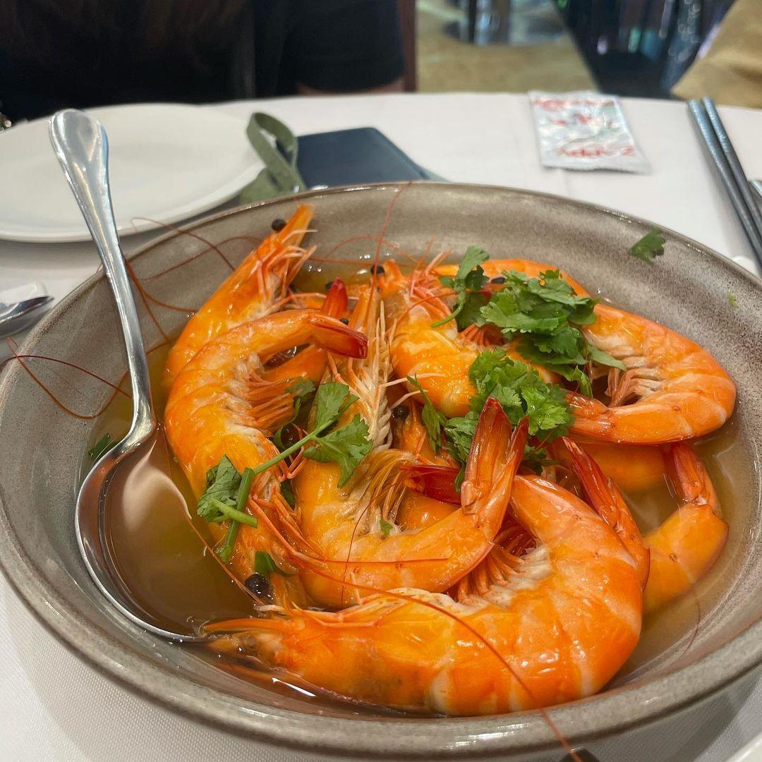 steamed live prawns