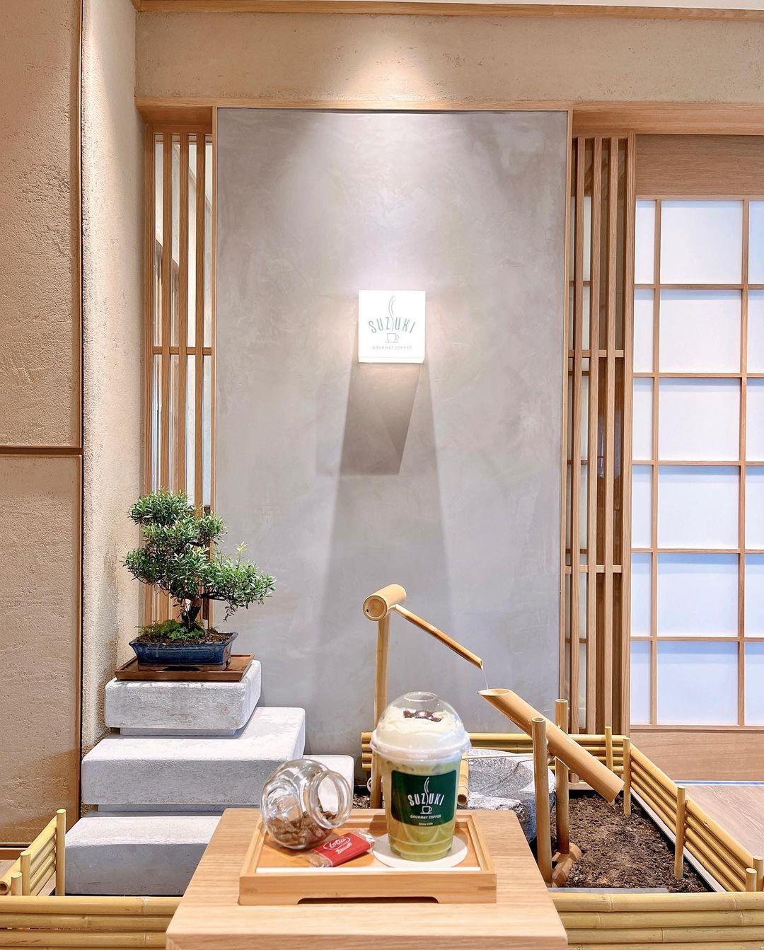 Suzuki Factory Cafe - interior decor
