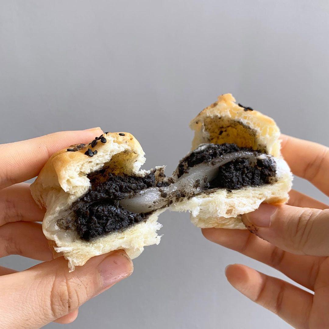 jo-yi bakery sesame mochi pull