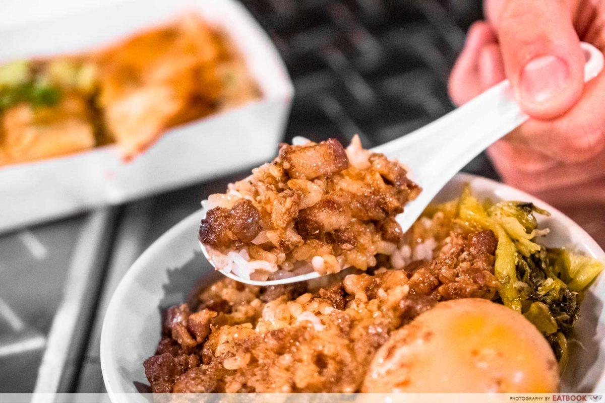 BIG MOUTH EAT LU ROU FAN ON SPOON