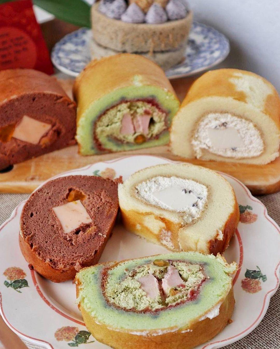 kloudbakes cake rolls - pistachio raspberry