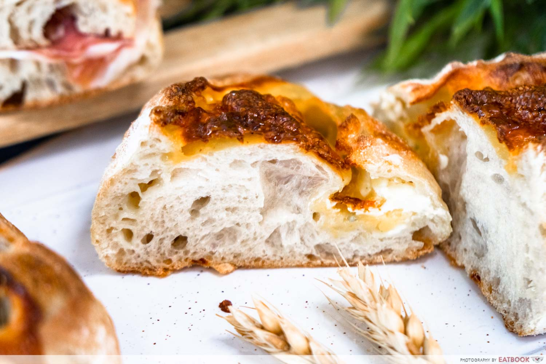 pickle bakery - 4 cheese sourdough bun (1)
