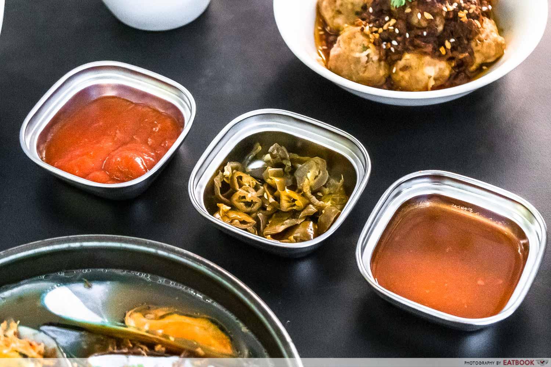 wanton seng's eating house - condiments