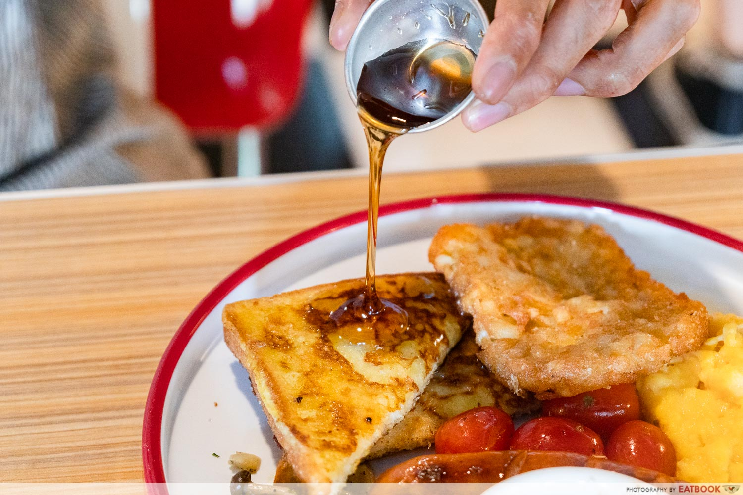 Joji's Diner - maple syrup pour