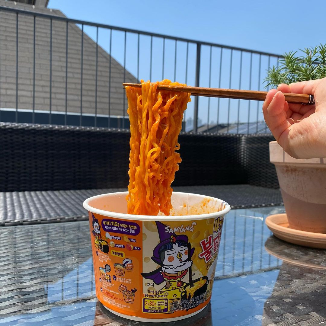 Samyang four cheese - noodle pull