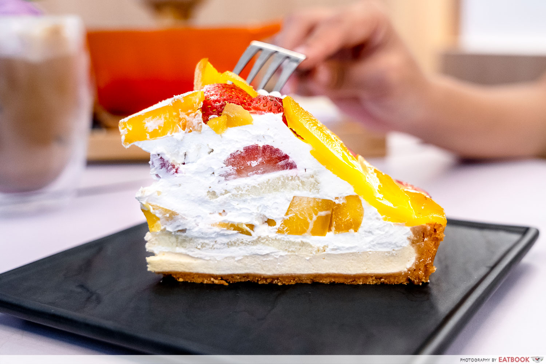 cafe kuriko - strawberry mango tart