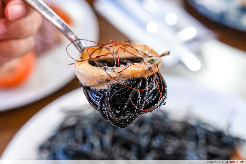 miam miam - creamy miso squid with squid ink pasta - detail