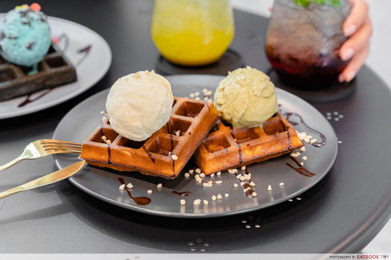 naked ice cream - plain waffles