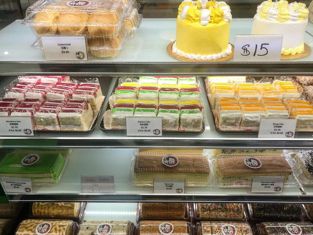 thiam yian confectionery cakes display