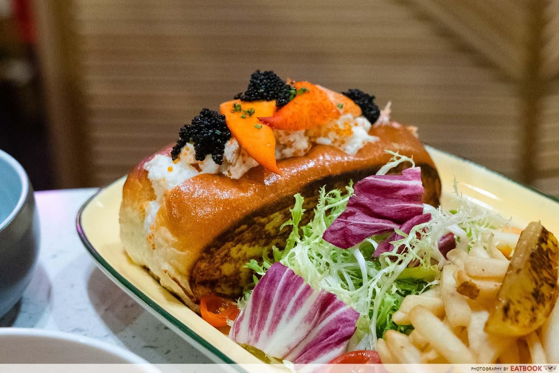 tipsy flamingo - Lobster & Crabmeat Roll