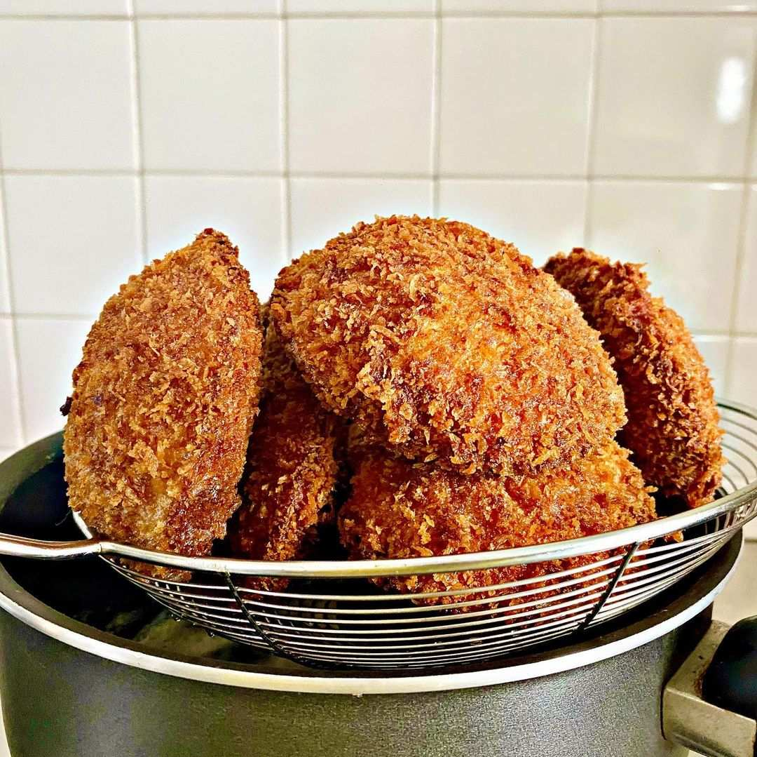 maelookanom thai bread deep fried