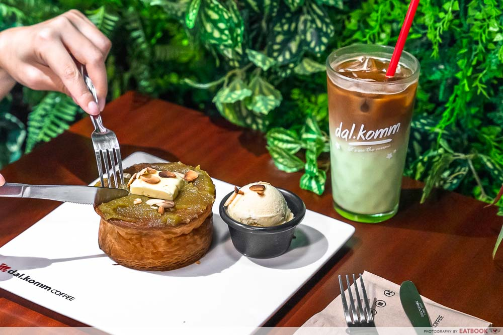 dal.komm coffee kaya cruffin pandan latte