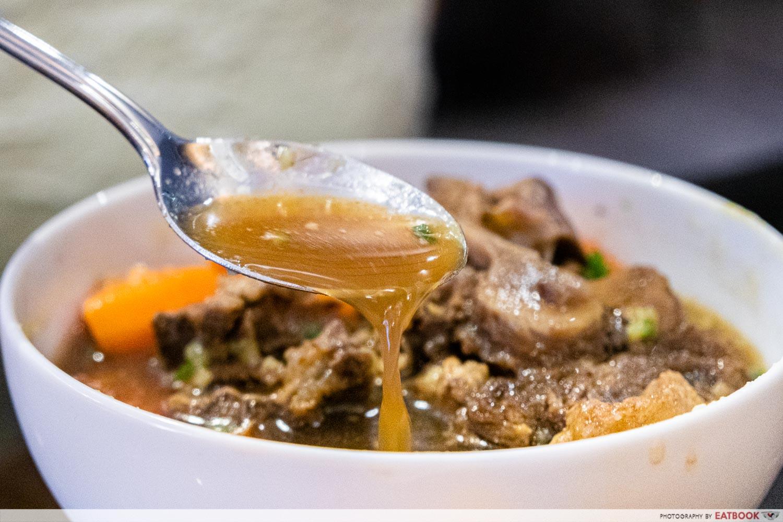 daun bistro - soup buntut