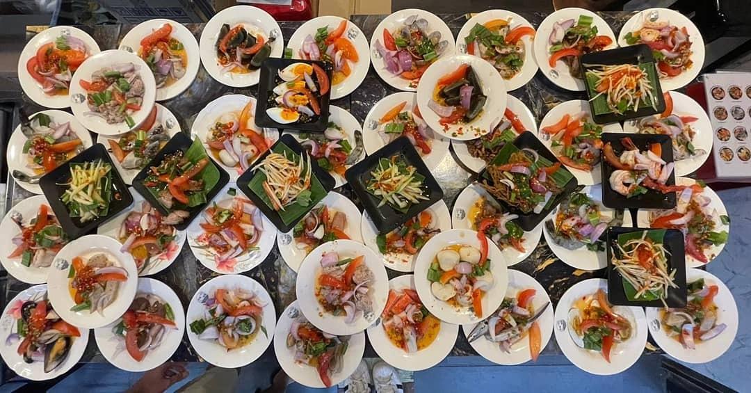 yummy yum by ta-lad thai street food boat noodles