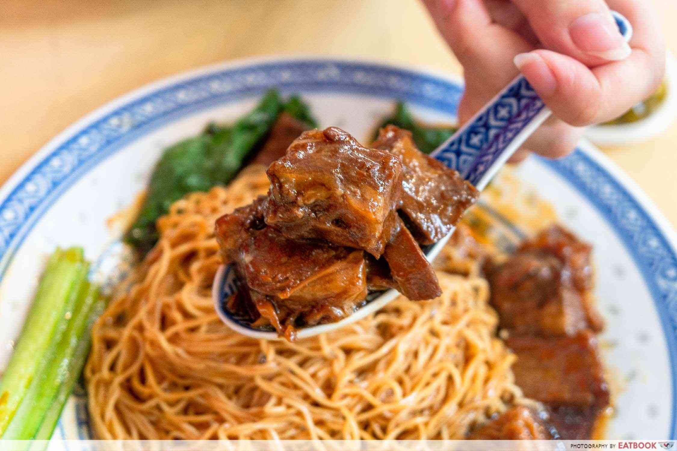 chef kin hk wanton noodle hk beef brisket noodle dry detail shot of beef brisket
