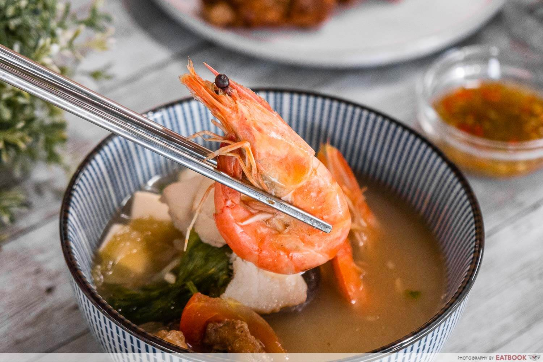 qing feng yuan - close up of seafood soup